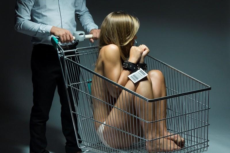 移民因卖淫或操控卖淫被抓须紧急处理,一旦定罪可能被递解出境