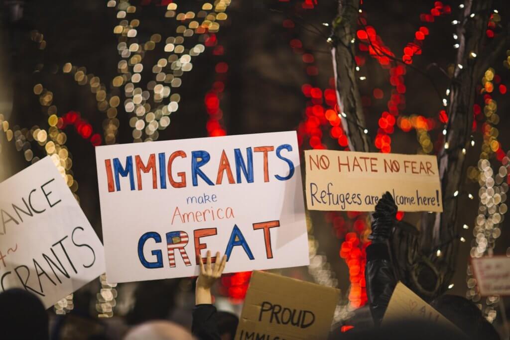 新规定上路,川普上台不仅打压非法移民,也对合法移民做出限制